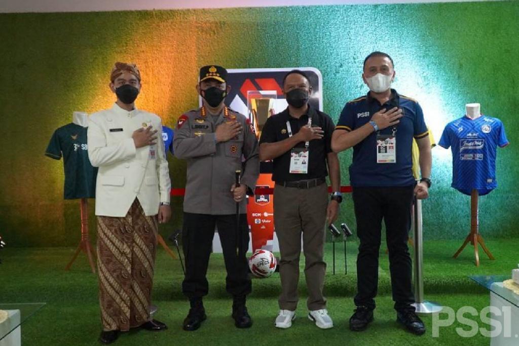Kunjungan Menpora dan Kapolri ke Stadion Manahan