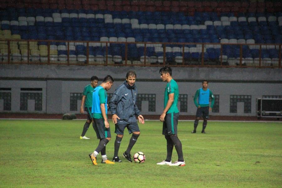 Pelatih & Pemain Timnas Harapkan Dukungan Langsung Suporter