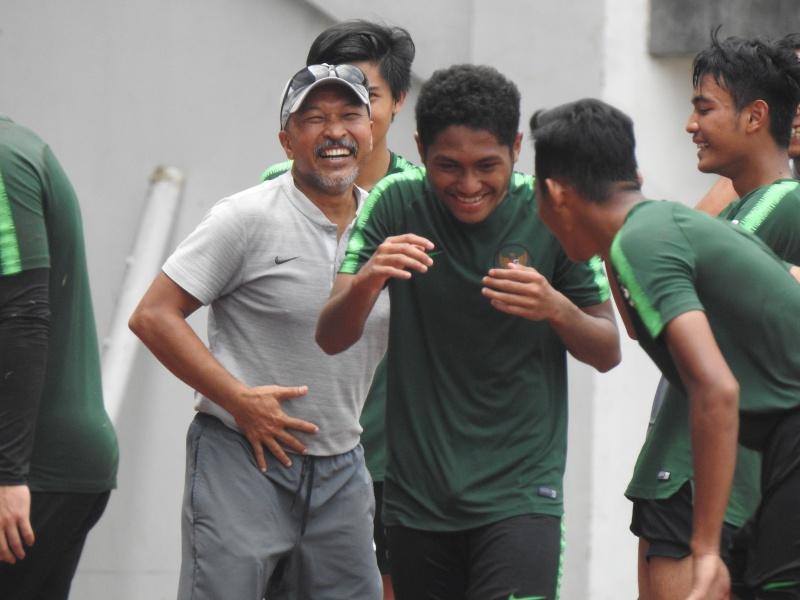 Latihan Perdana Timnas U19 di GBT
