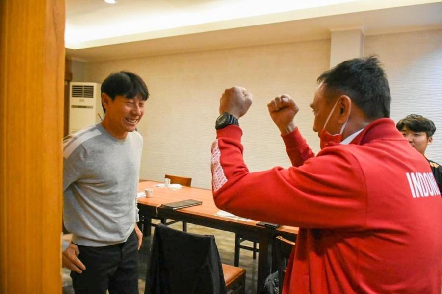 Sambutan Hangat Ketum PSSI Untuk Shin Tae-yong