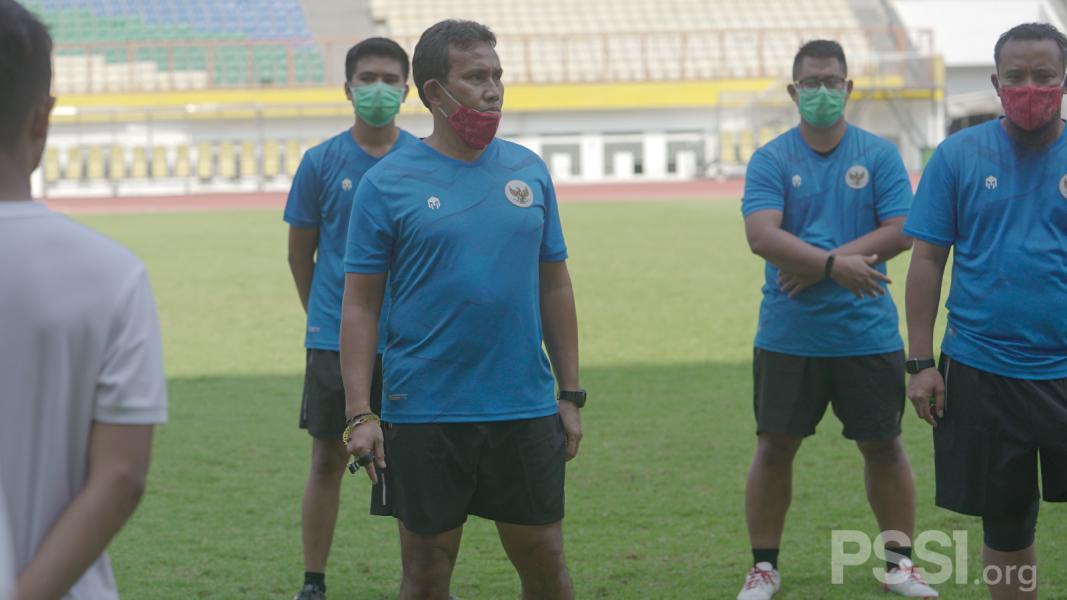 Bima Sakti Berikan Menu Taktikal di Latihan Perdana Timnas U-16