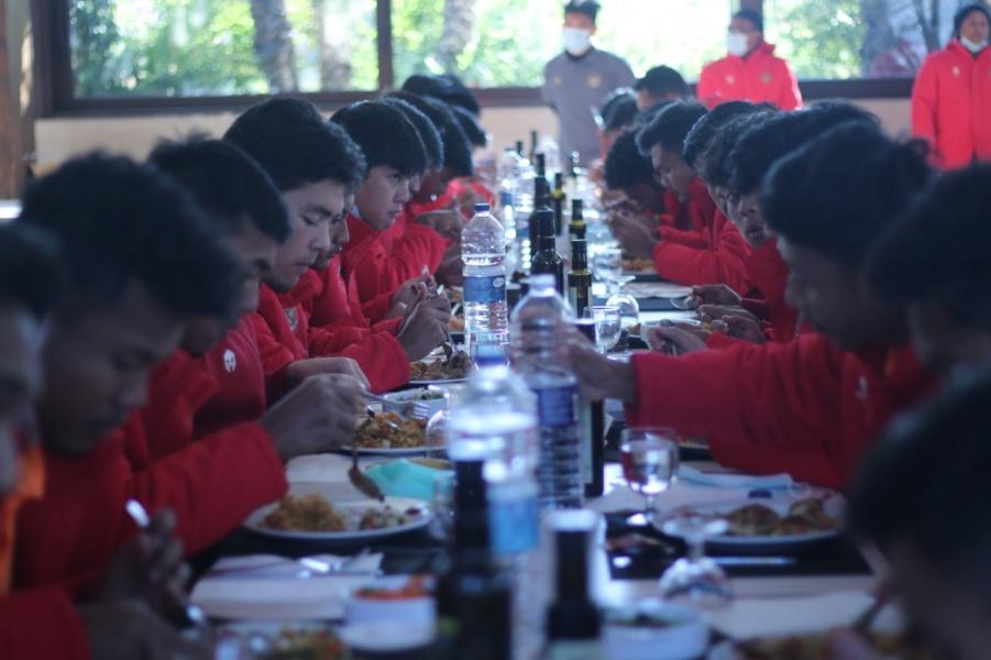 Skuat Timnas U-19 Tetap Jaga Pola Makan di Spanyol